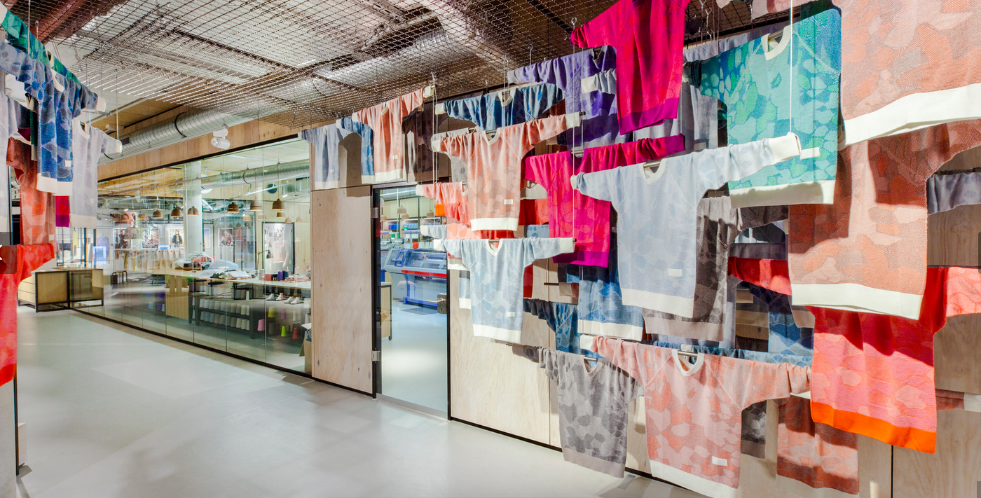 "All-in-one production and consumption: the ""Knit for You"" pop-up store"